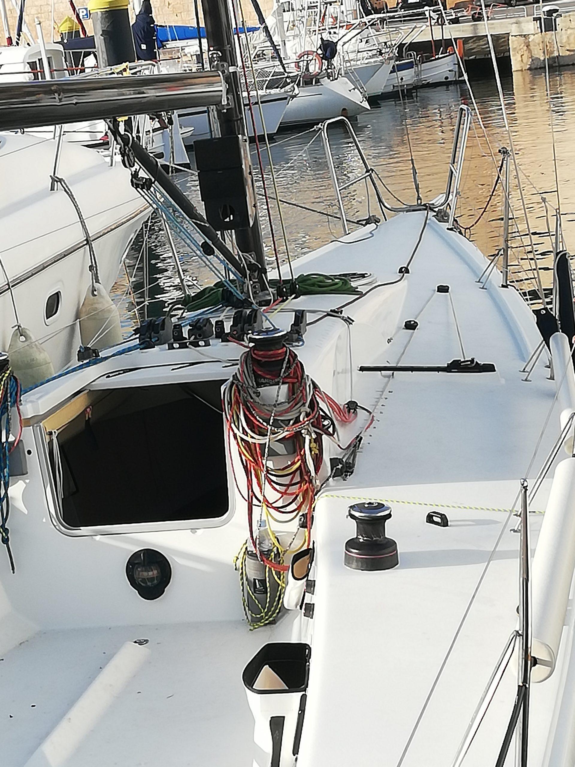Cockpit Segelyacht mit Trimm Leinen ideal für Gennaker und Regatta Training